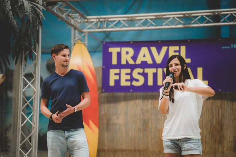 Ania und Daniel vom Reiseblog Geh Mal Reisen auf der Strandbühne beim ersten Travel Festival in Witten